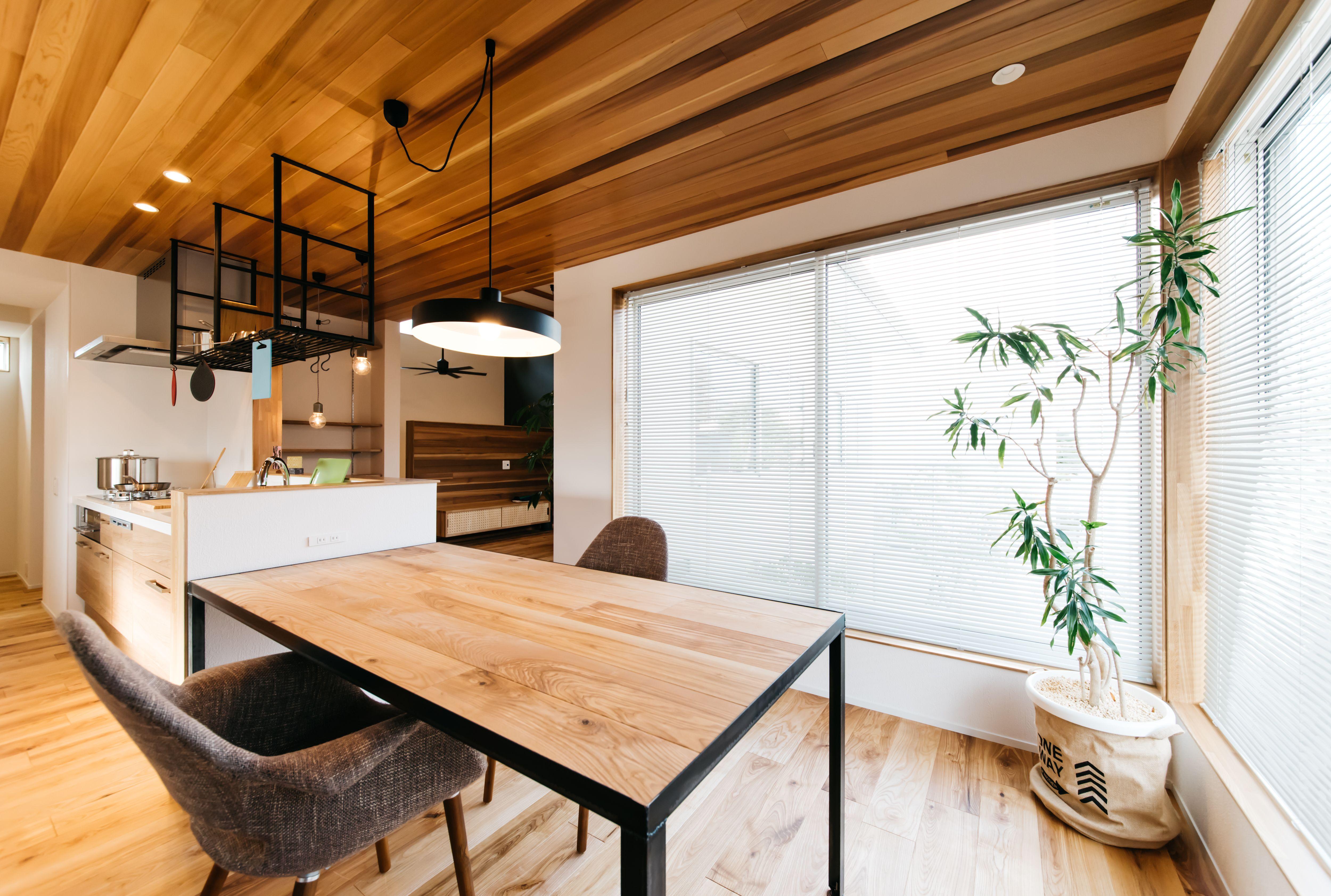 施工実例 ダイニング キッチン 天井板張り 吉成建築 模様替え
