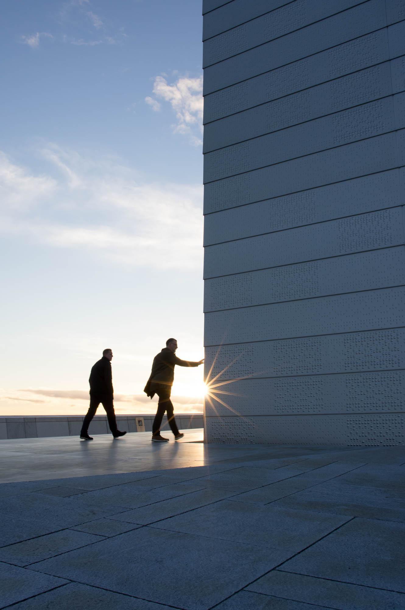 ITAP of someone touching a wall http://ift.tt/2nbfdSm