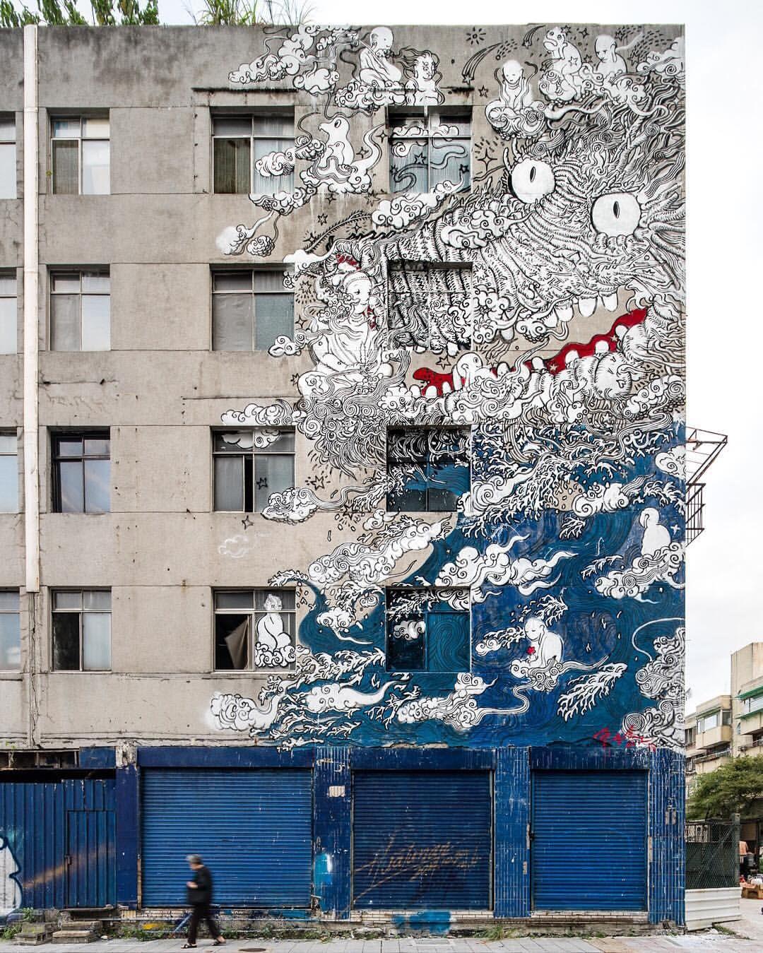 Finished mural by @lveton in Taipei, Taiwan for @powwowtaiwan 2015. // Photo by @bshigeta. ⠀⠀⠀ ⠀ // Supported by @microsoft @rvca @montanacans @flexfit @knockaround #CTBCbank @imperial_taels @imblackbuddha @yogallerytw @stancesocks @travelfoxshoes @visavisjing @chesstaipei #國光客運 @taihubrewing @framed @imprintlab // #powwowworldwide #powwowtaiwan #dogreatthings #streetart