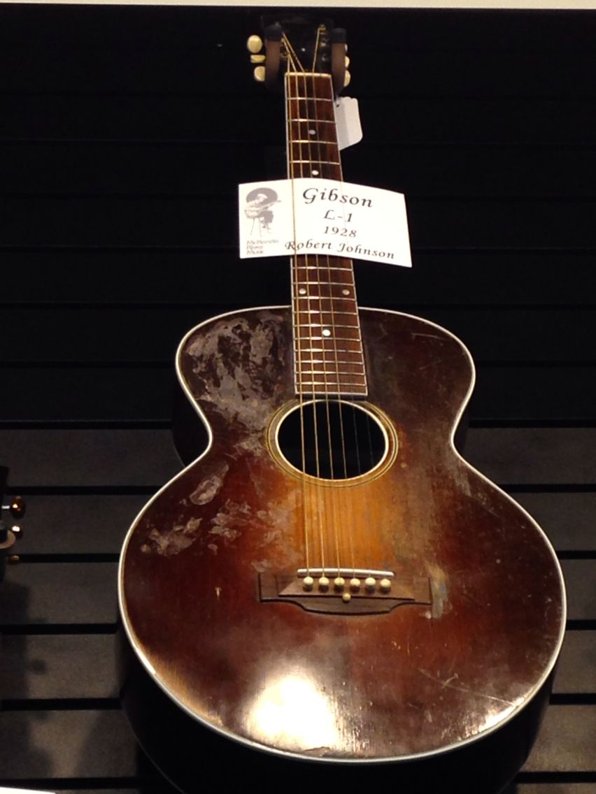 Saw This Vintage 1928 Gibson L 1 At A Mckenzie River Music Shop In Eugene Oregon The Exact Slide Guitar Model Played By The Slide Guitar Robert Johnson Guitar