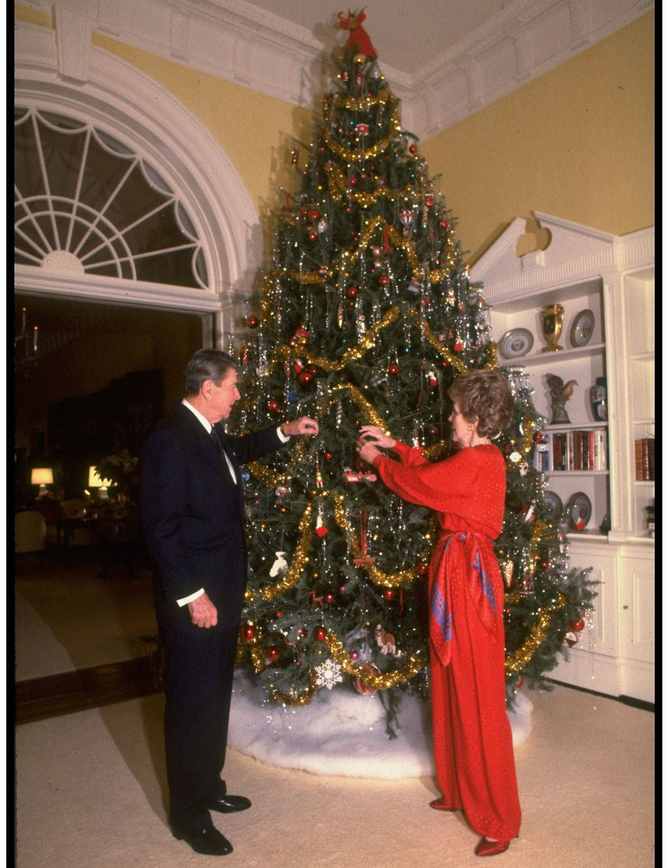 The Most Iconic Christmas Moments Of All Time White House Christmas Tree White House Christmas Christmas