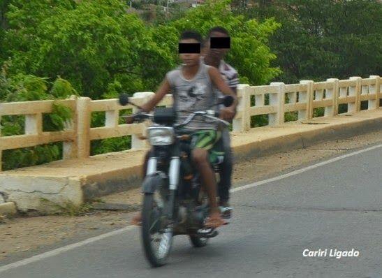 VIROU BAGUNÇA: Motociclistas desafiam leis de trânsito em Monteiro; veja fotos