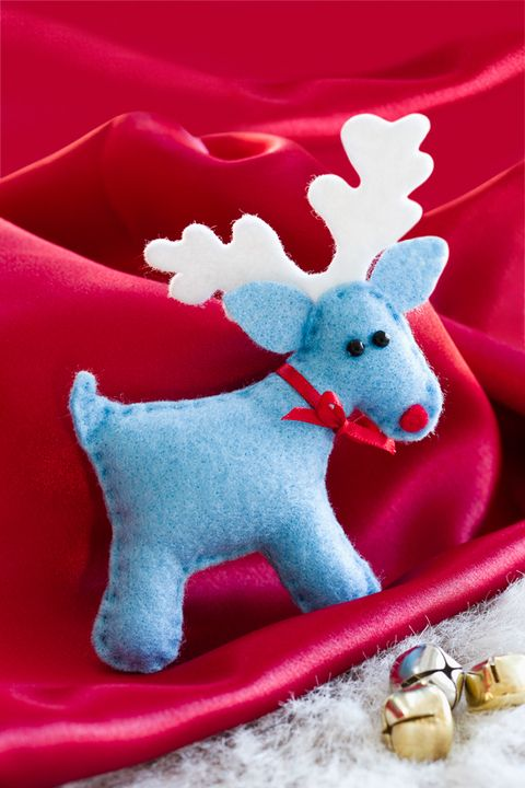 How to make charming little reindeer, handmade with love. Keep them at home or give as gifts to spread Christmas cheer.