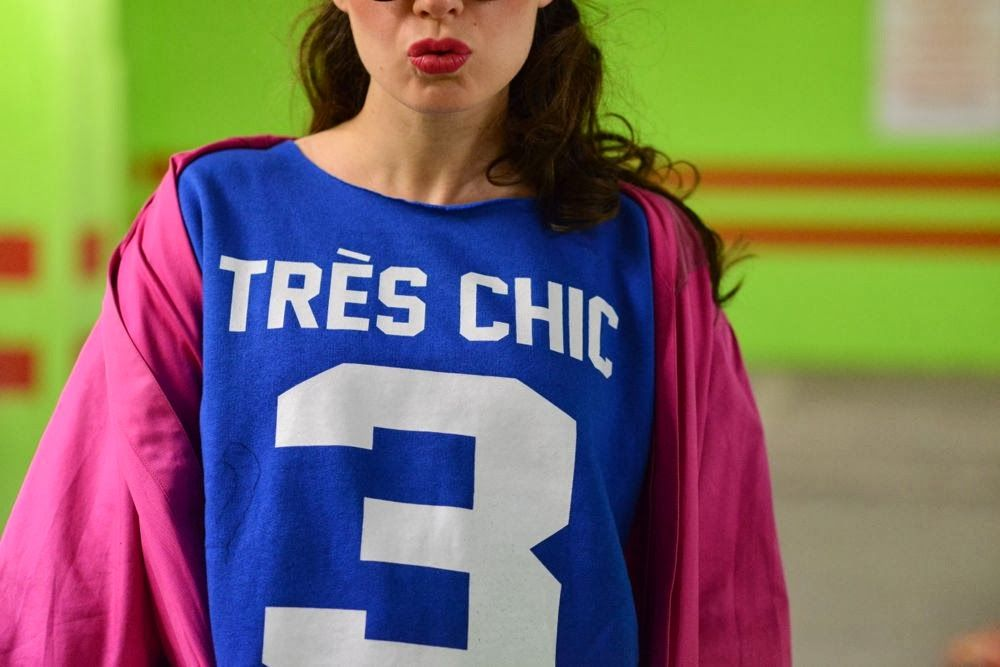 Très Chic Sweatshirts! http://blog.3chic.com/2014/02/electric-blue-and-touch-of-pink.html