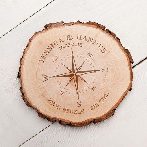 Baumscheibe mit Gravur Kompass für Paare – Personalisiert