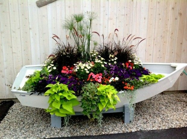 Gartendeko Boot Bepflanzen Kreative Ideen Schone Blumen Garten Deko Gartenarbeit Pflanzen