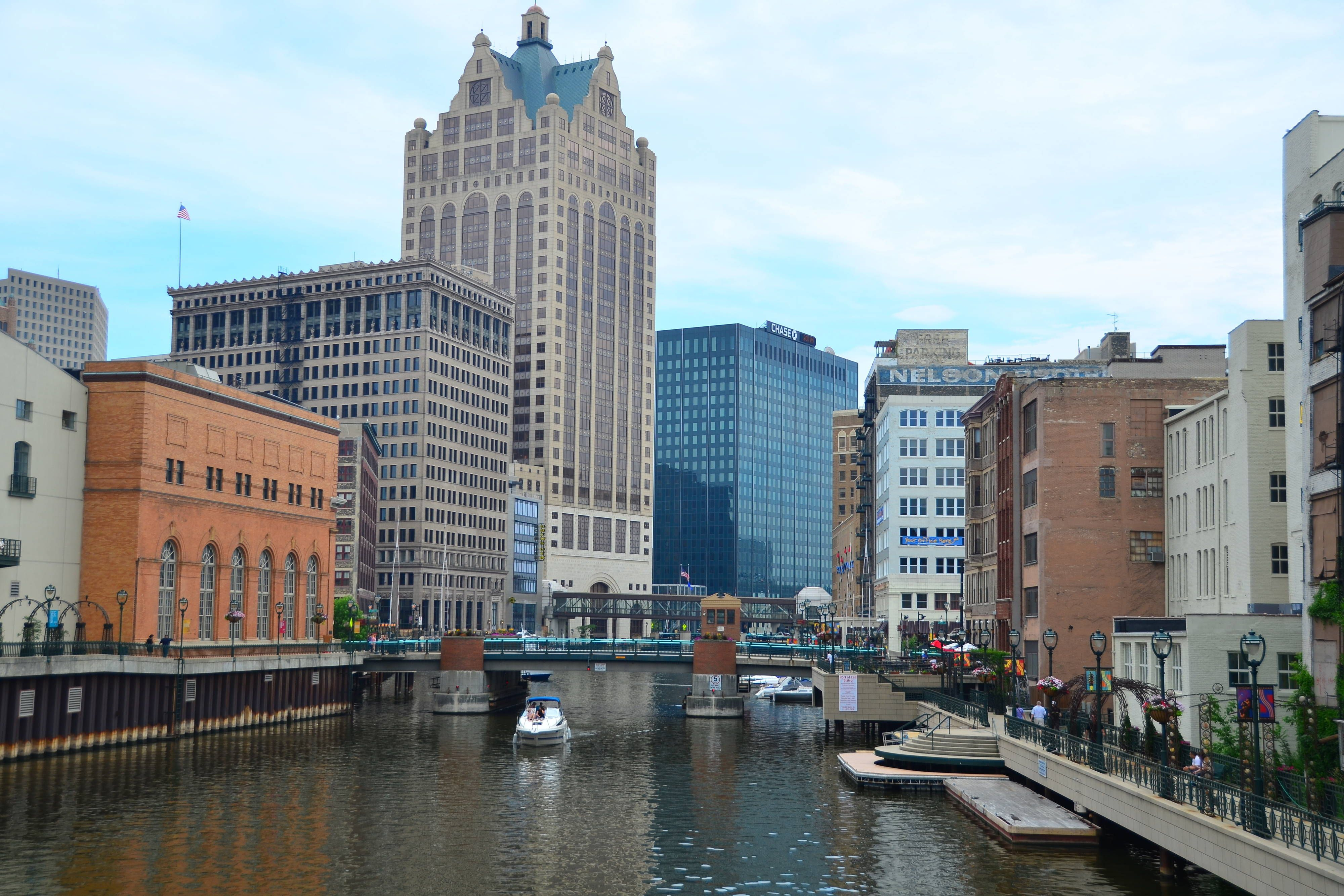 Courtyard Milwaukee Downtown Milwaukee Riverwalk Memorable