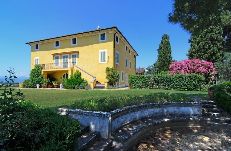 LA CASA GIALLA is a country villa of the 19th century that