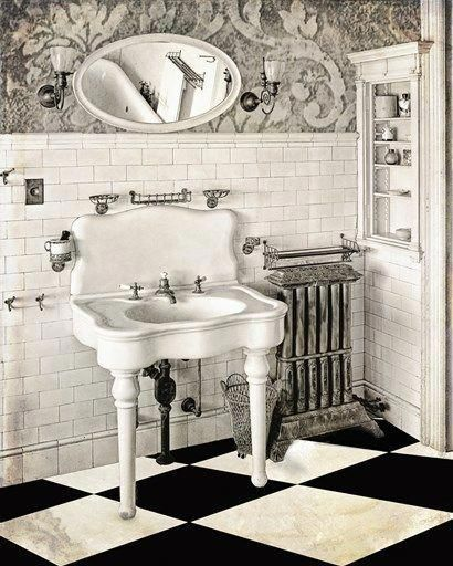 Photo of Victorian Bathroom by Mindy Sommers
