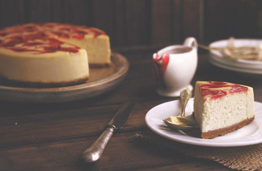 Kanela y Limón: Tarta de queso y espirales de fresa