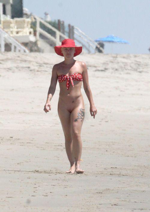 nude Singer pink