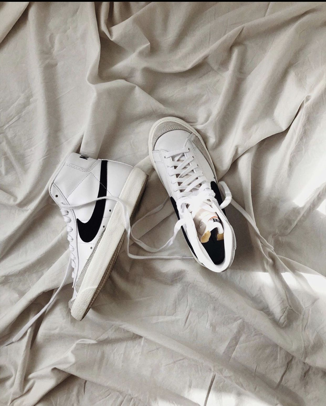 Pin auf sneaker #sneaker #fashion #outfits
