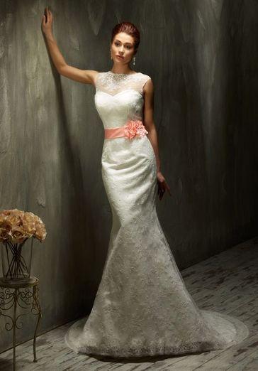 4a96edf9033 Romantisches Vintage Brautkleid im Meerjungfrauen-Stil aus Spitze in  Elfenbein und Weiß - Lisa Donetti