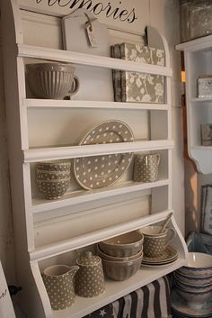 traditional style in taupe [GreenGate]