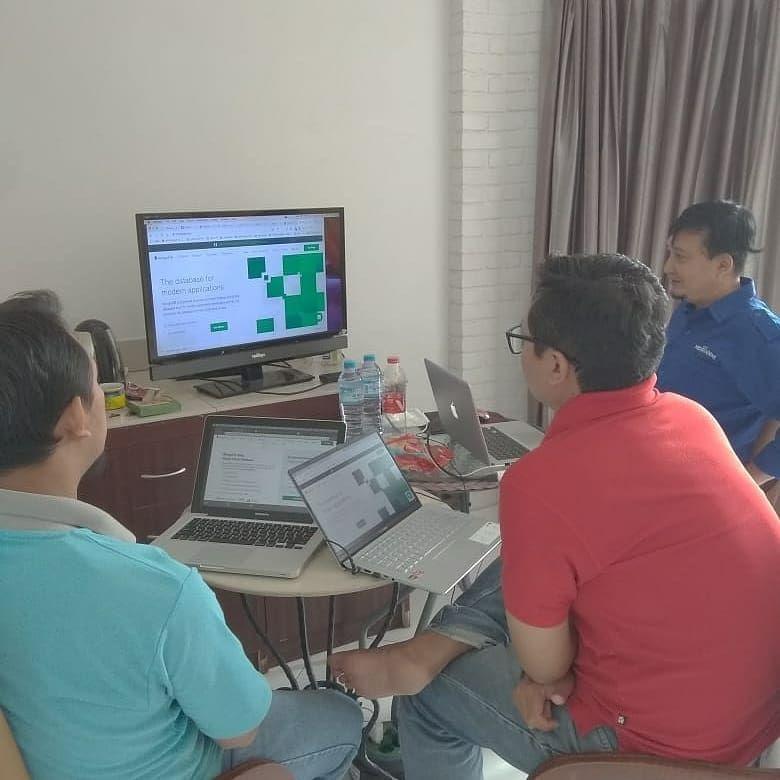 Instagram Belajar Menjadi Web Programmer Dengan Cara Mudah Pelatihan Web Developer Tersedia Kelas Fullstack Javascript Nodejs Desk Home Decor Standing Desk