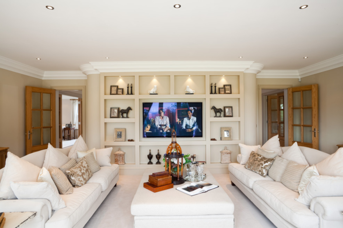 Associate Your Tv With A Lush Cabinet To Make The Tv Room Look Trendy And Stylish Formal Living Rooms Traditional Living Room Living Design