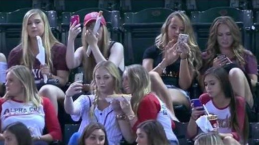 Diamondbacks announcers rant over selfie-takers azcentral.com · 11 hours ago What started off as a segue to a fan photo promotion turned into a two-minute long rant about selfies. During Wednesday's Diamondbacks game … Bing
