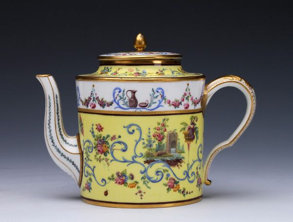 A Sèvres yellow-ground teapot and cover, 1787