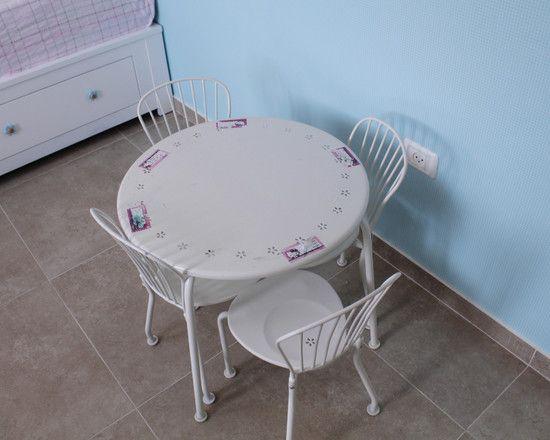 Bedroom Design Parades for Boys and Girls : Cozy Modern Kids Bedroom Design Circular Table Tile Floor