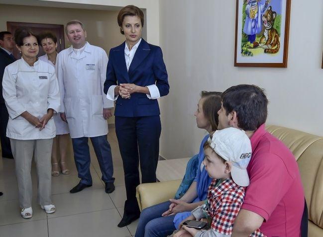 Дружина Президента організовує медичну допомогу для переселенців та їхніх дітей