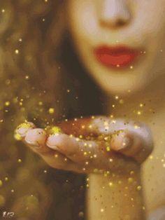 Soprando em sua direção, vibrações de AMOR e PAZ_ Que chegue até você e preencha seu coração de benevolência. Receba e distribua. Por hoje ...