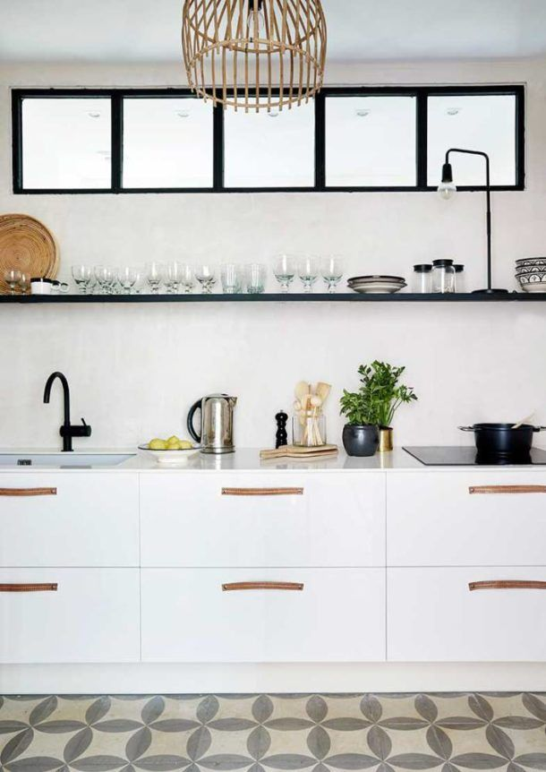 The kitchen too is light and simple. A truly Scandinavian interior ...