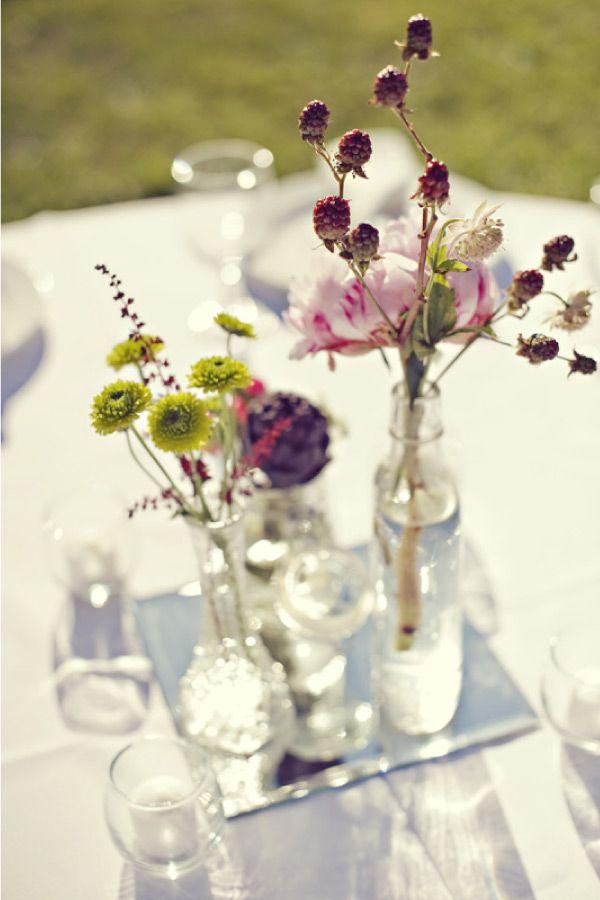 Fine blomster som bordpynt