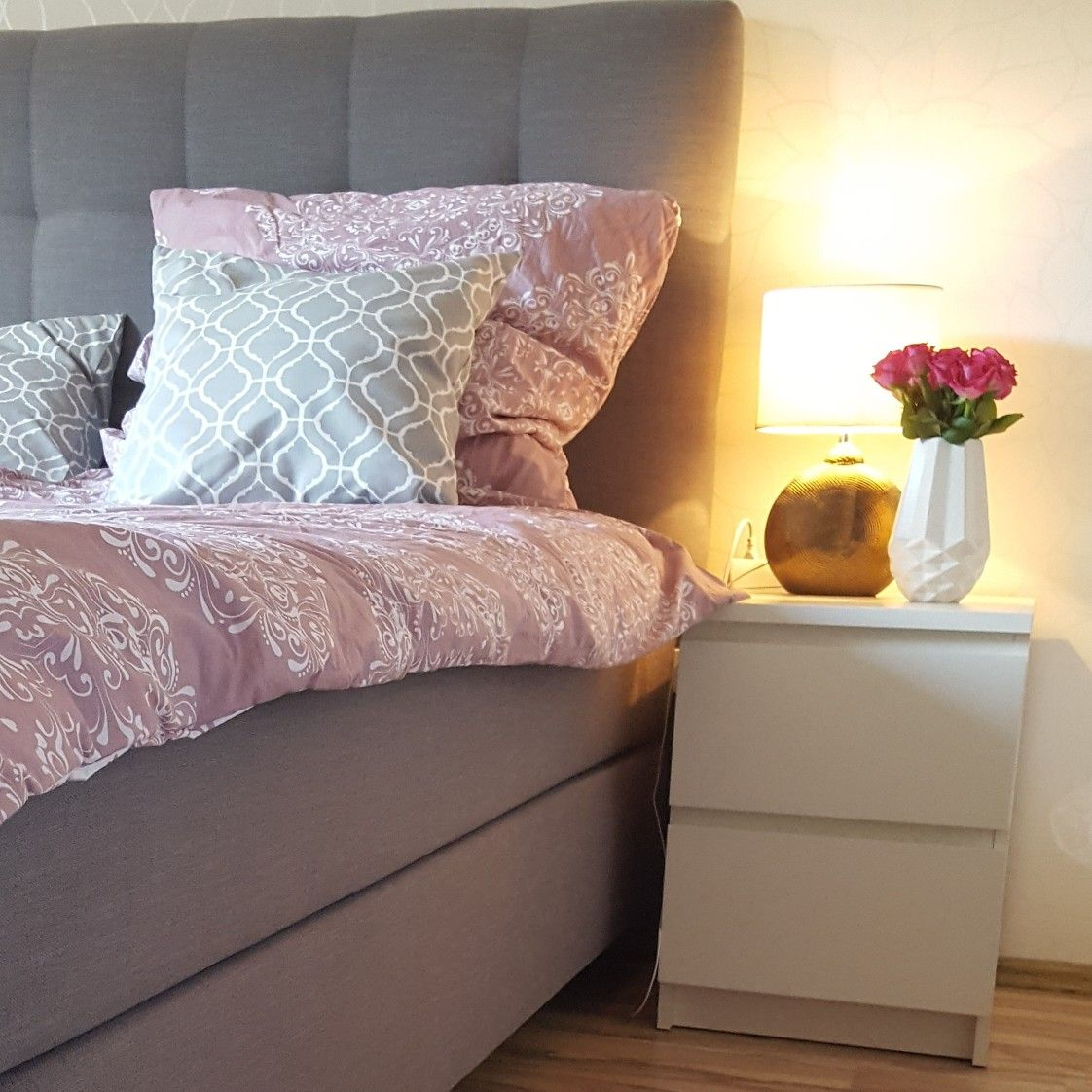 schlafzimmer bedroom rosa grau ikea schlaraffia boxspringbett schlafzimmer pinterest. Black Bedroom Furniture Sets. Home Design Ideas