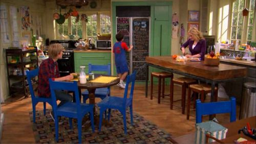 Love The Kitchen On Good Luck Charlie Very Family Like With