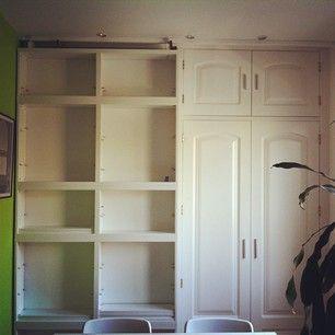 Ocultar un armario empotrado con unas estanter as for Armarios rusticos ikea