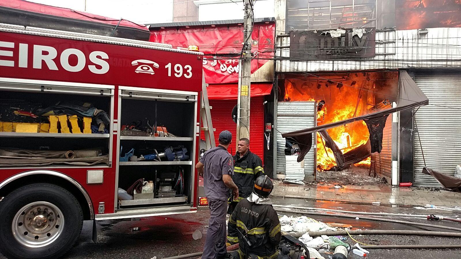 #São Paulo: Incêndio atinge shopping popular no Brás, região central de São Paulo
