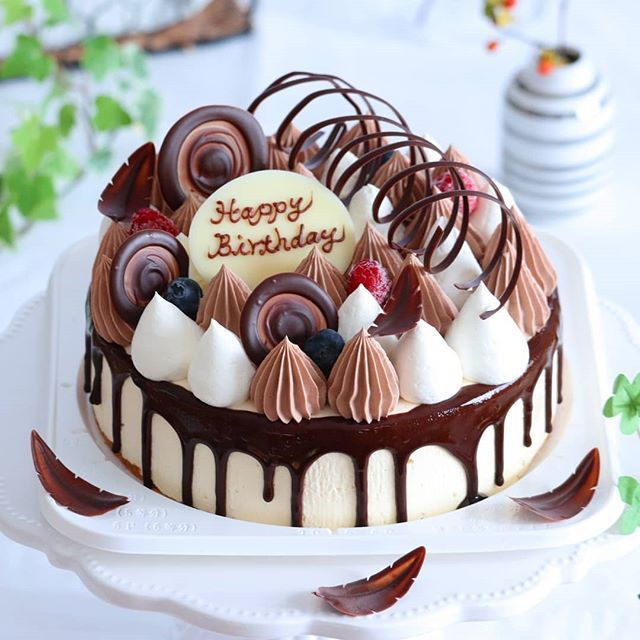 019 01 07 ティラミスケーキ 明けましておめでとうございます 2019年 初postは 昨日作ったオーダーの お誕生日ケーキにしました 6号サイズなので チョコ細工たくさん乗せました センターにチョコムース入りです ティラミス