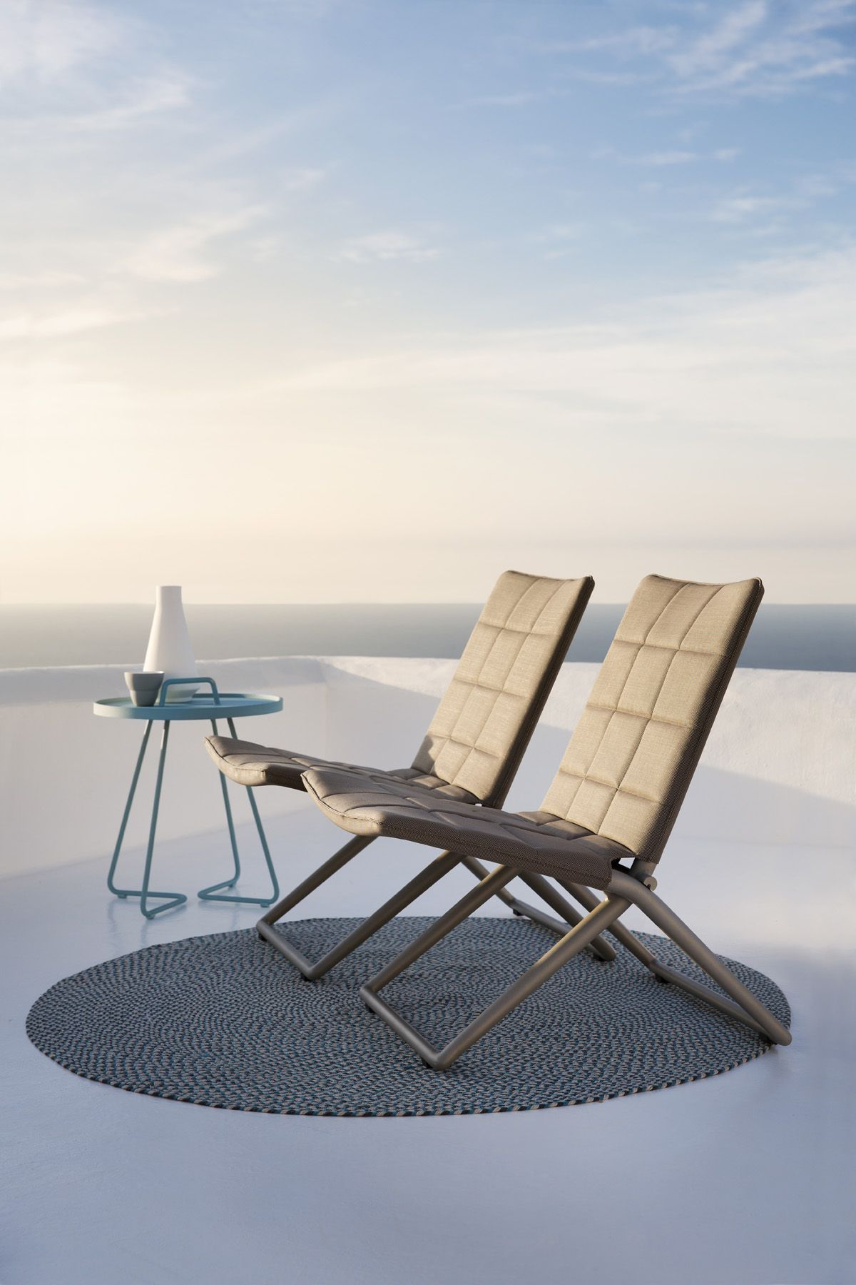 Traveller by Caneline. Folding lounge chair for both