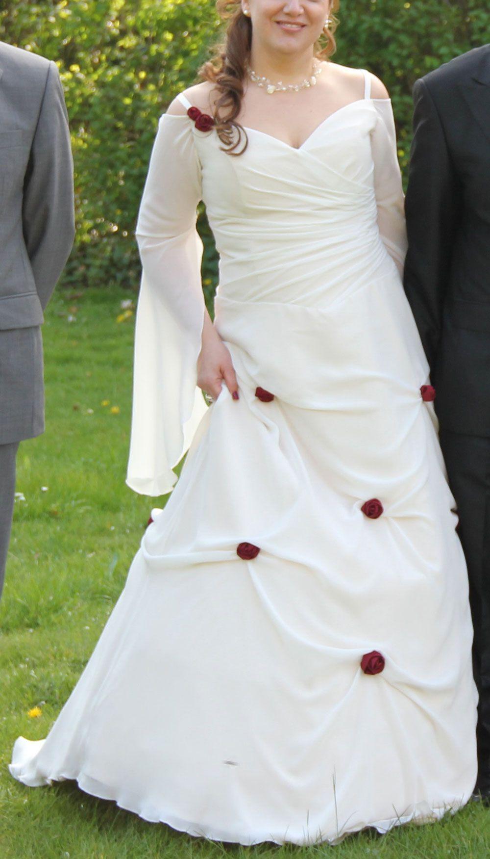Mittelalter Brautkleid: lange Ärmel und rote Rosen Herzform ...