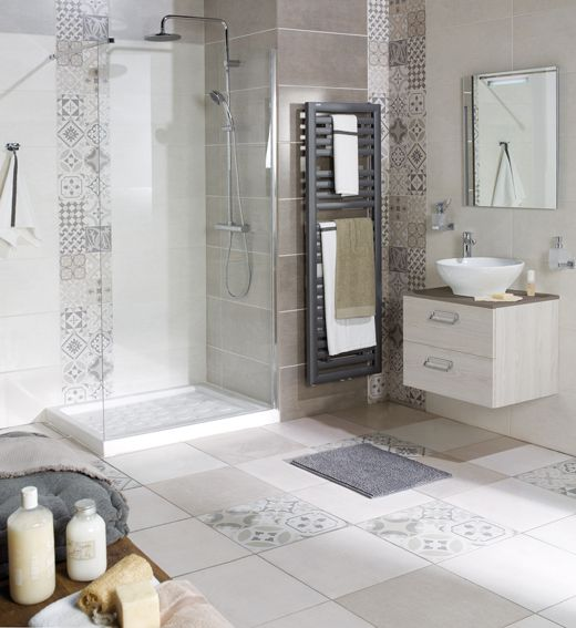 Salle de bain carreaux ciment suite parentale for Carrelage blanc sdb