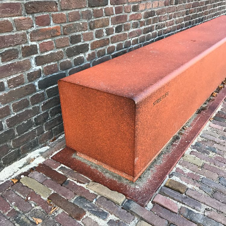 The Solid San Marco Seats Corten Base Structure Can Optionally Be Powder Coated In Two Tone Corten Effect As Shown Be Seating Outdoor Seating Street Furniture