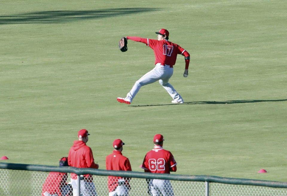 Baseball shohei ohtani enters spring training readies