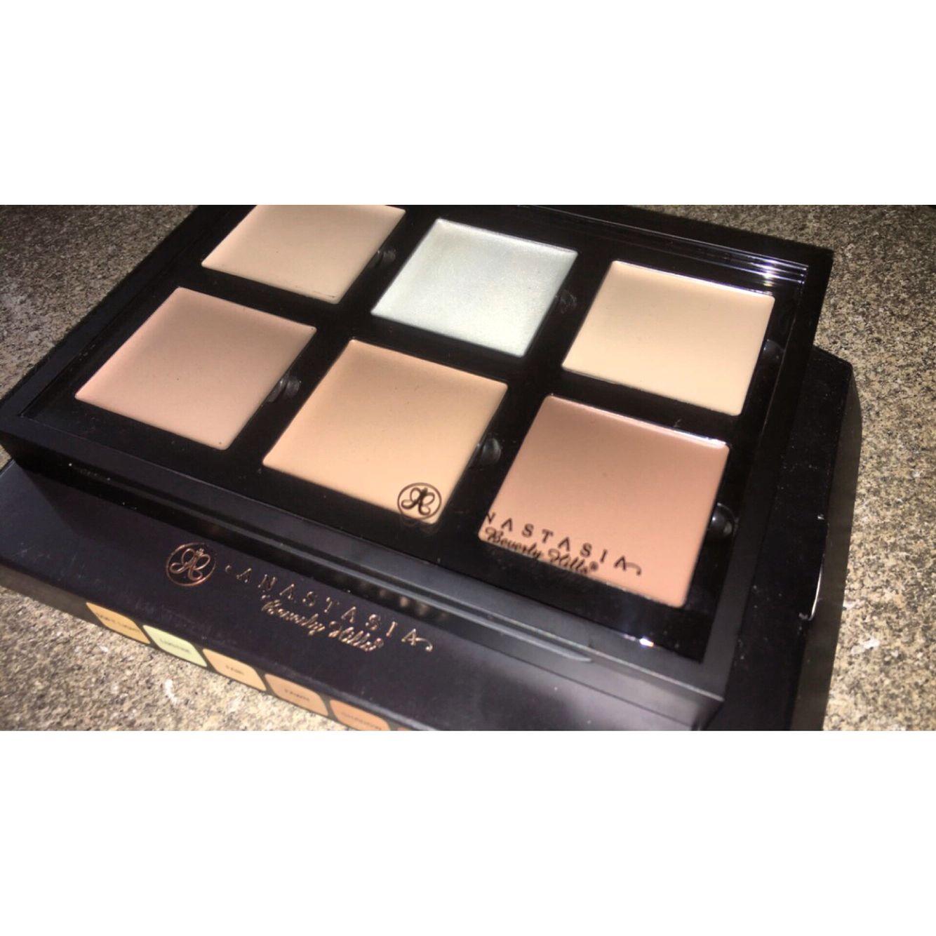 Anastasia Beverly Hills cream contour kit ❤️