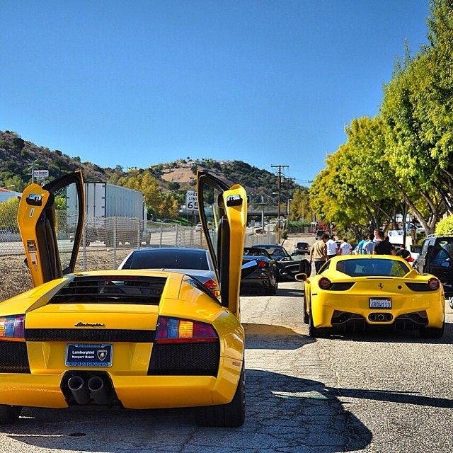 A bit of a traffic jam on a beautiful Sunday morning outside of @CLM91302 ***Which would you want to ride in?*** <-------------------------------------------------> #SupercarFocus #DirkAP #LA #ThankGod #California #Jet_Set_Life #Exclusive #BeverlyHills #Rare #Exotic #Supercar #Luxury #clm #ferrari #lamborghini #Padgram