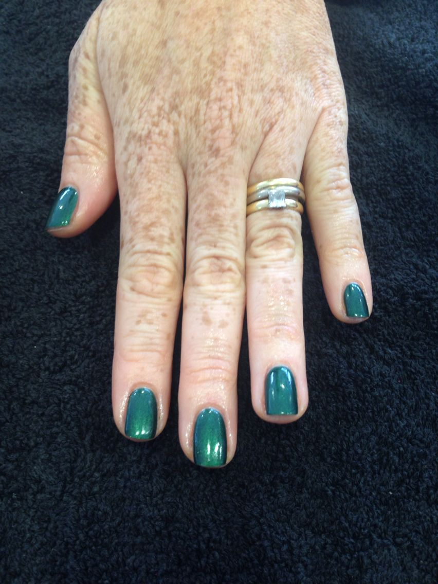 Emerald green nails