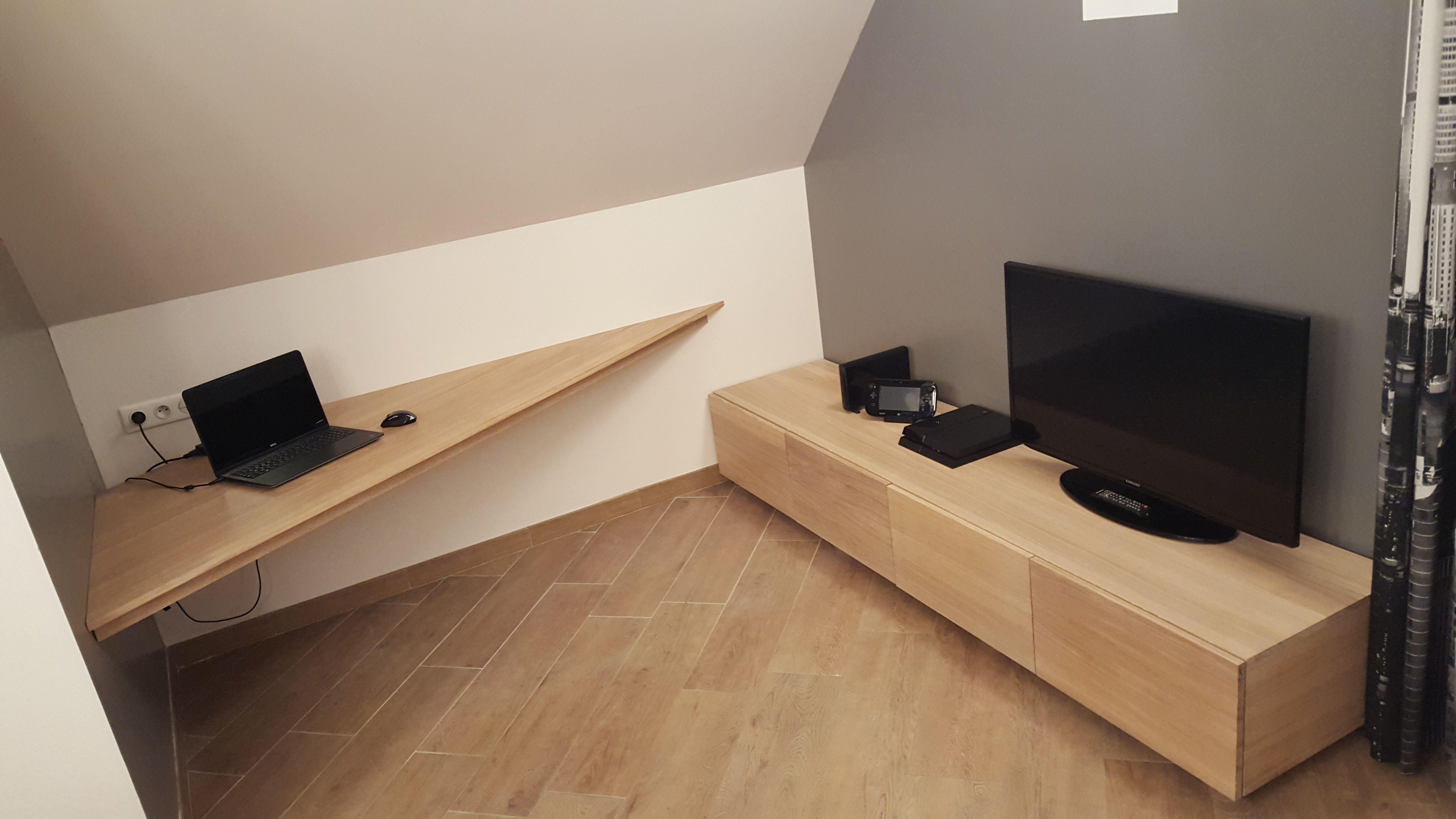 un meuble tv et un bureau sur mesure fabriques a partir de nos panneaux massifs en chene parquet chene massif rangement combles maison