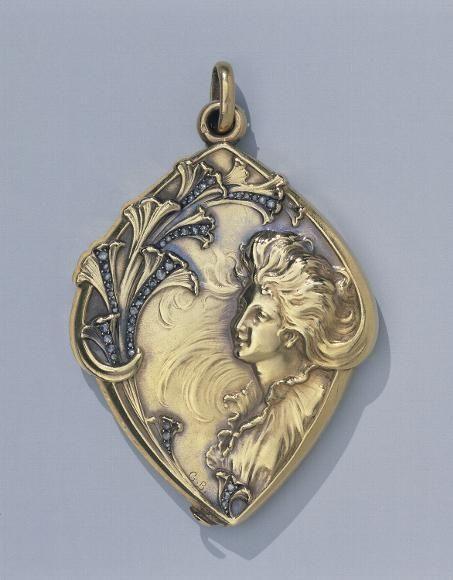 Gold pendant, set with diamonds and enameled. Paris, circa 1900