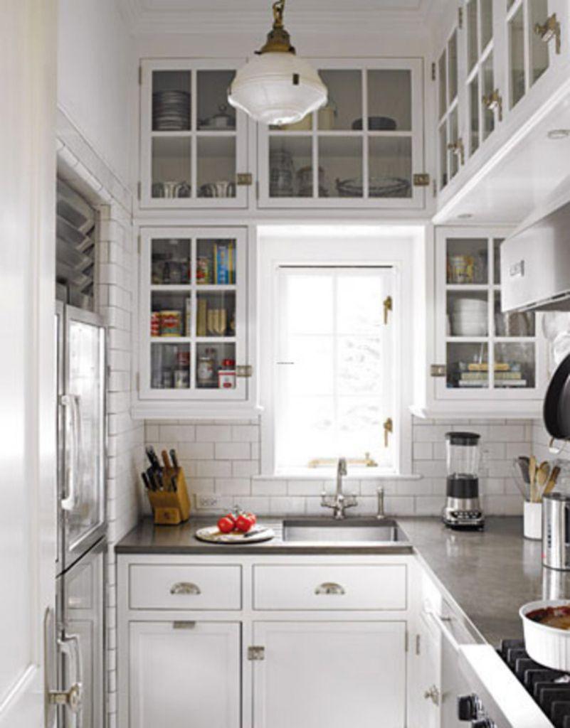 Distribuir cocinas pequeñas con una disposición y muebles de cocina ...