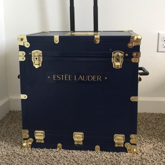 Professional Estee Lauder makeup case *Used and has some dents on the top of the box. ( As seen on the last pic)                                                          *Has wheels. (Very easy to carry around)                                                         *Top of the box becomes a table.                   *Mirror inside is a bit unglued but can be fixed easily.( As seen on the picture.)                         *Everything else is in good condition and the box has a lot of space…