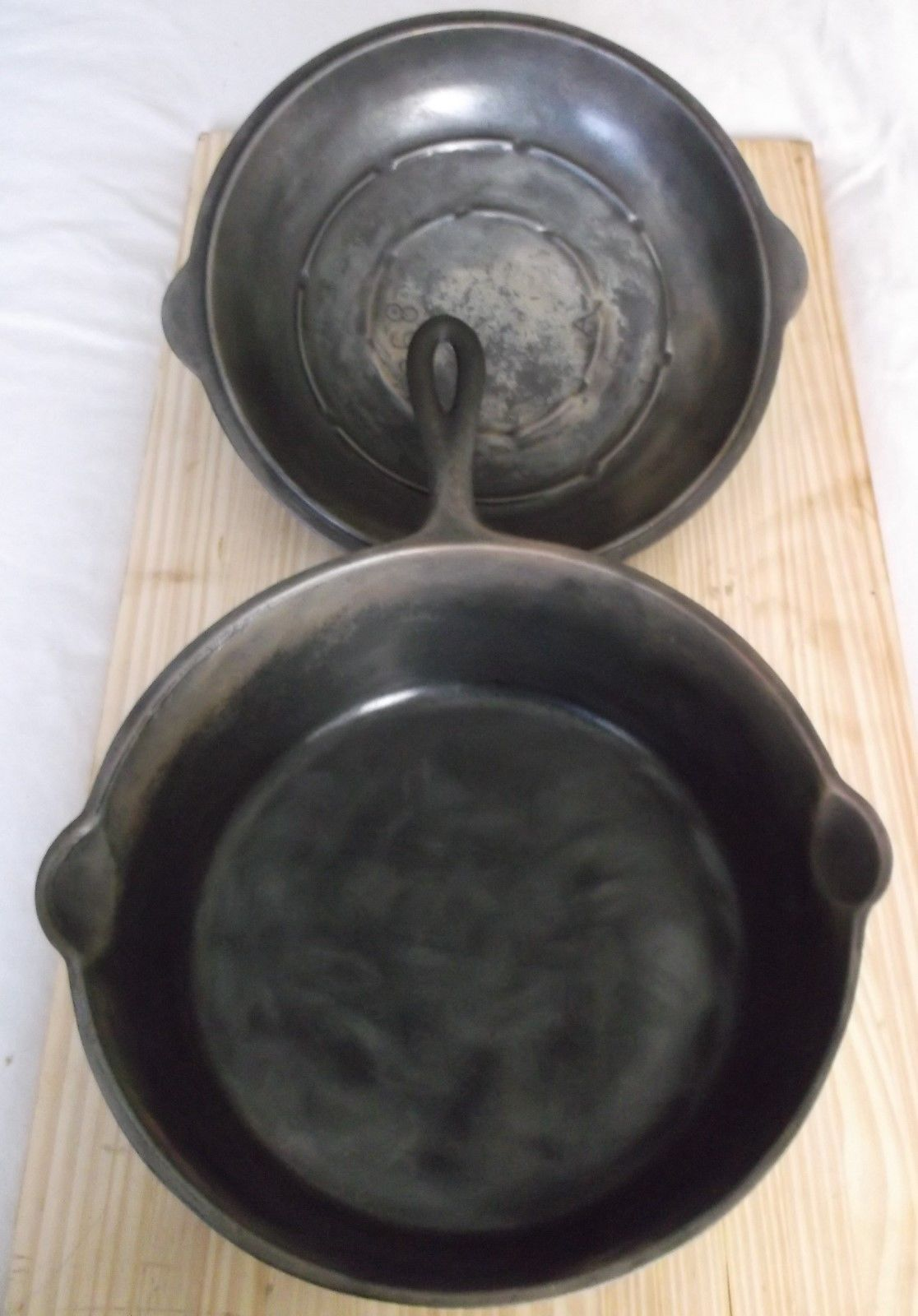 Excellent 89c Vintage A Hammered Cast Iron Dutch Oven With Lid