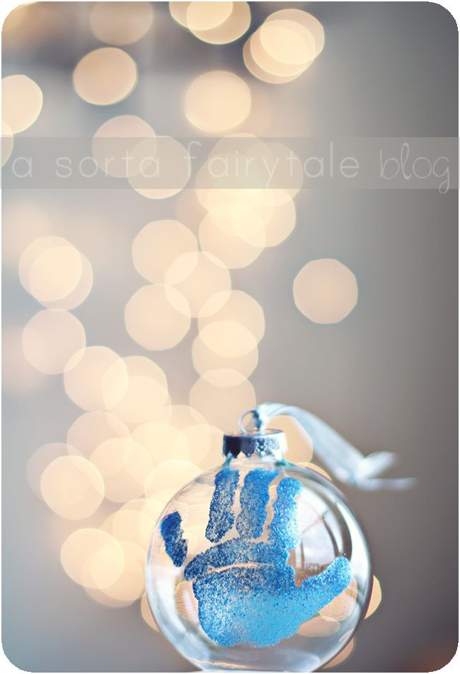DIY: baby's 1st Christmas ornament and good idea for grandparent Christmas gifts!