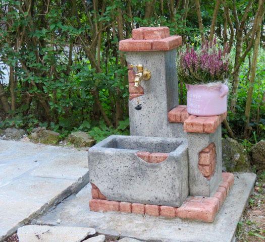 Fontana da giardino mod. Fonte del casale, col. antichizzato, in pietra ricostruita ...