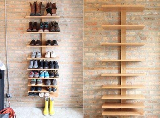 Prateleiras verticais. * De acordo com nossa experiência em organização, esse tipo de prateleira com o tempo acumula poeira e os sapatos não ficam estáveis com o manuseio.!