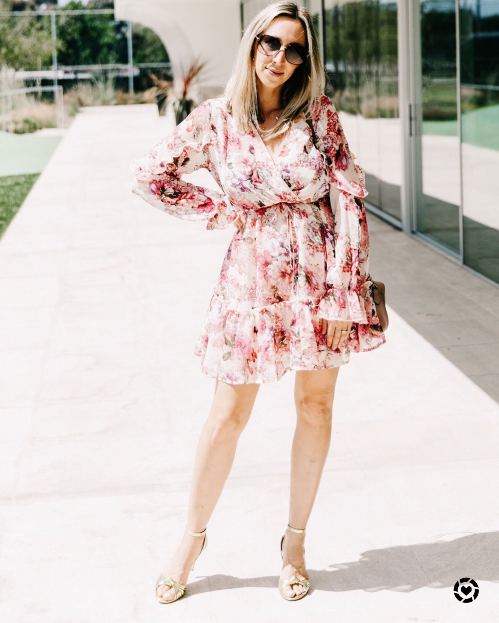 Pretty in pink this floral faux wrap dress is under $25 and perfect for date night or wedding guest outfit #valentinesdayoutfits #vdayoutfits #weddingguestoutfit #weddingguest
