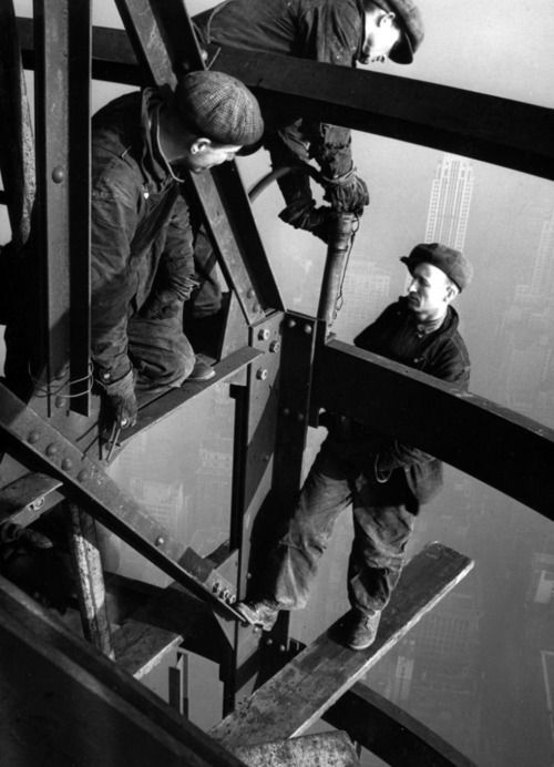 Construction of the empire state building 1931 - Construction en rondins empiles ...